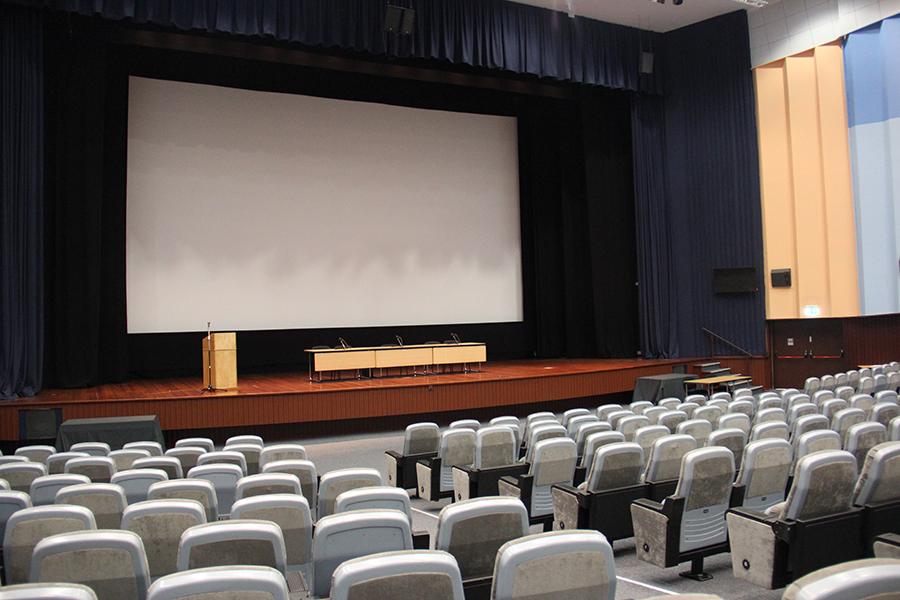 Fotografia de um auditório para ilustrar os conteúdos Política PAN a nível municipal.