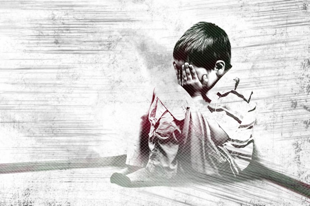 Imagem de Criança a chorar sentada num canto