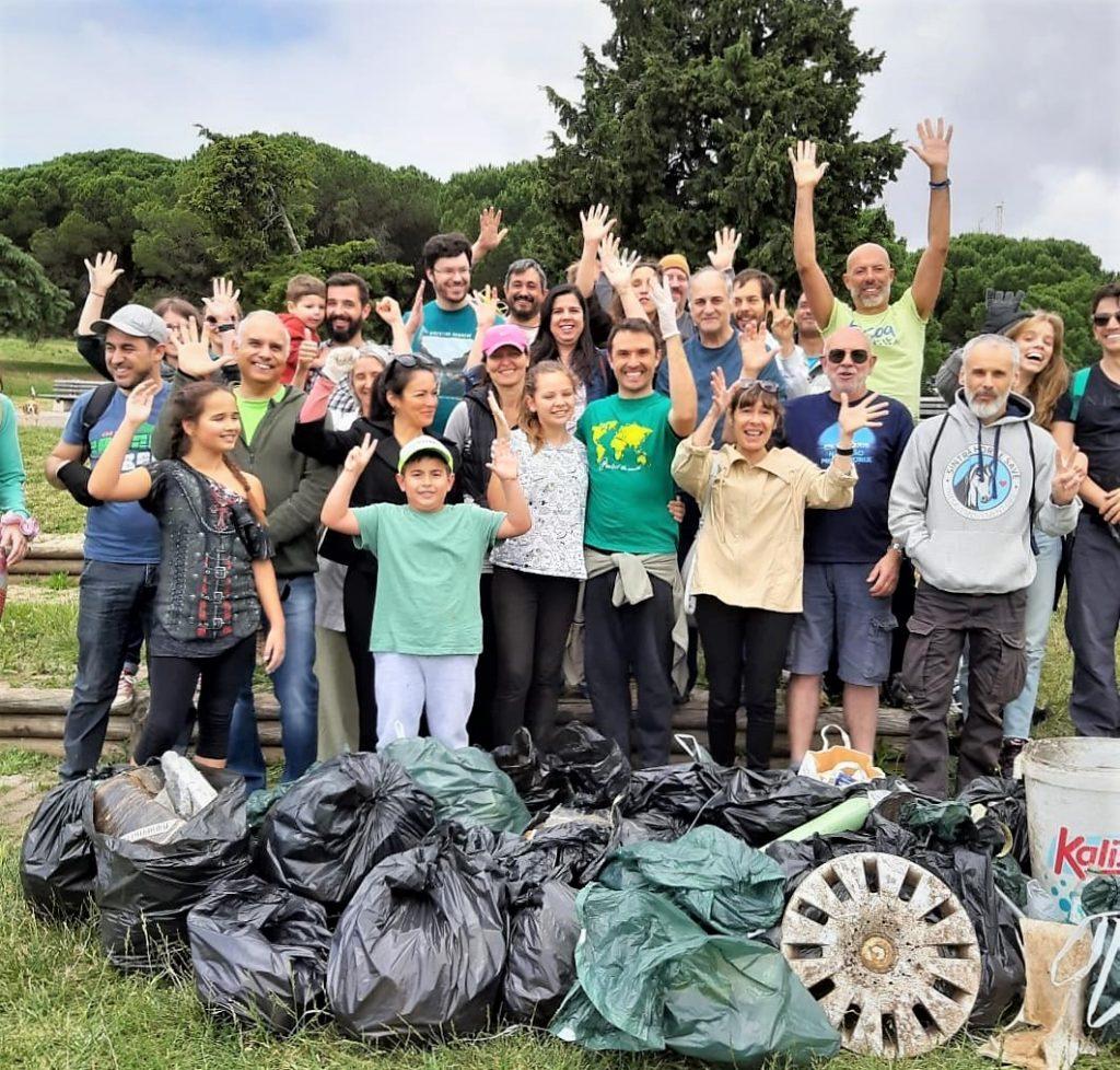 Grupo de participantes na Mega Ação de Limpeza