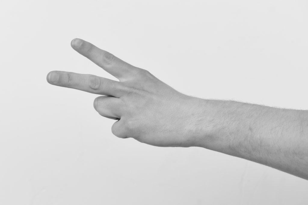 Imagem que ilustra um gesto de Língua Gestual Portuguesa
