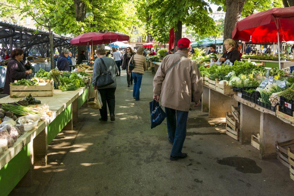 Ecopontos nas feiras de Matosinhos e incentivos ao comércio local