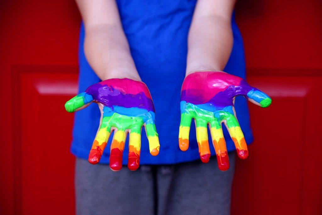 Mãos Criança LGBTQI+